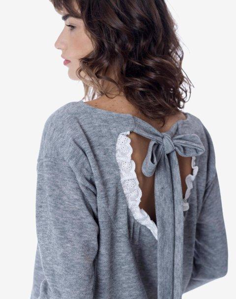 Μπλούζα με άνοιγμα και δέσιμο