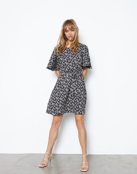 Printed dress with tie
