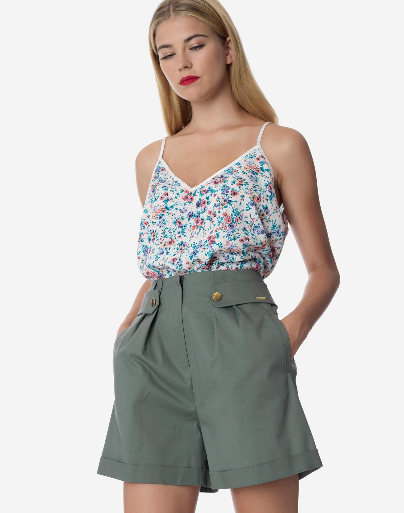 High-waist shorts with buttons