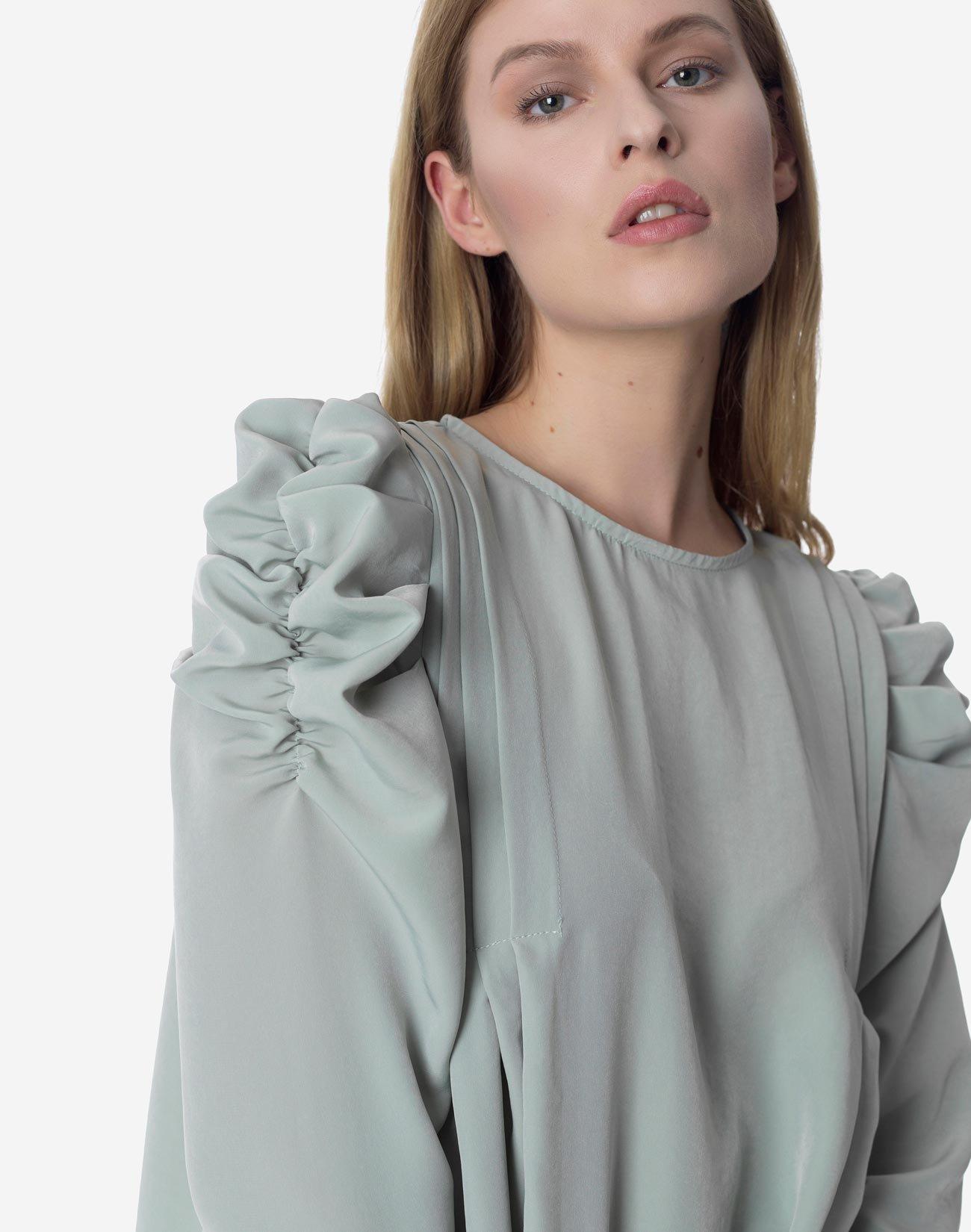 Μπλούζα με φουσκωτούς ώμους