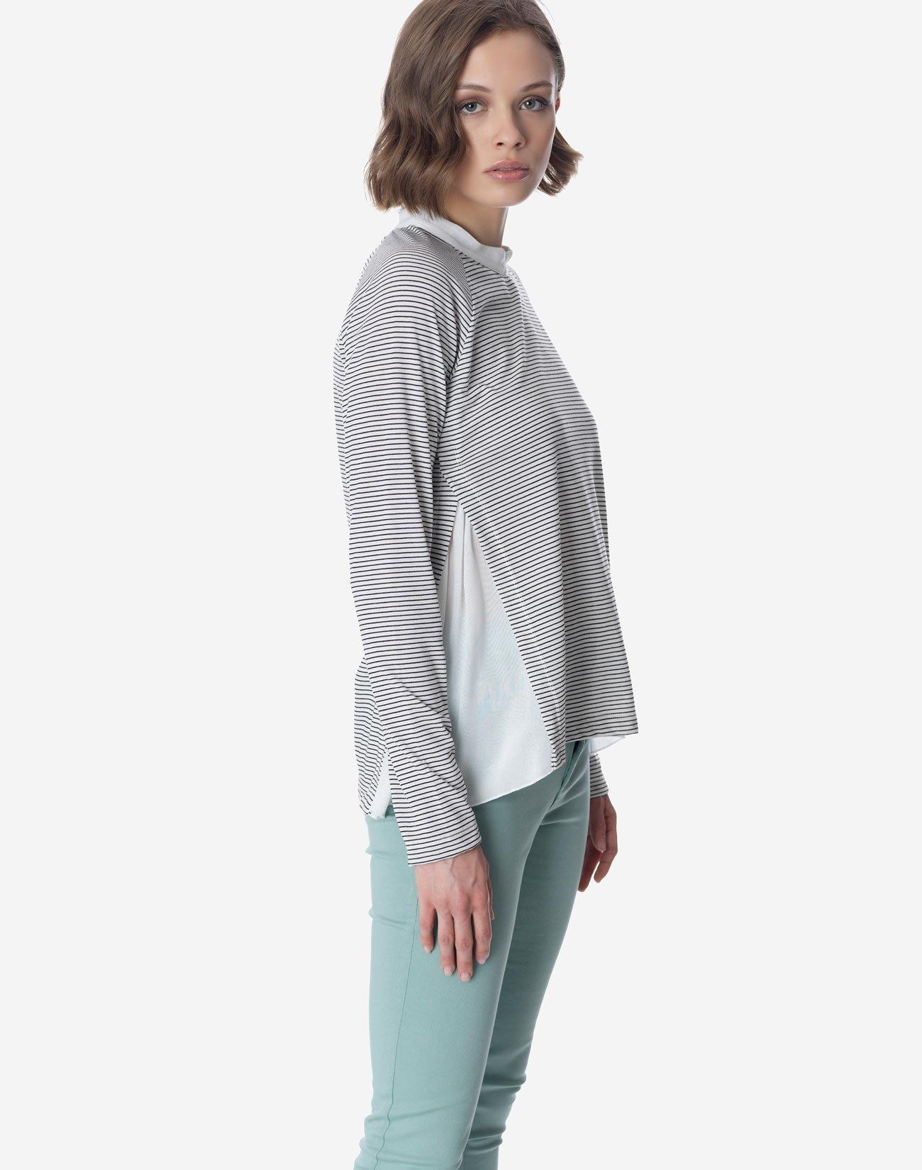 Contrast top with mandarin collar