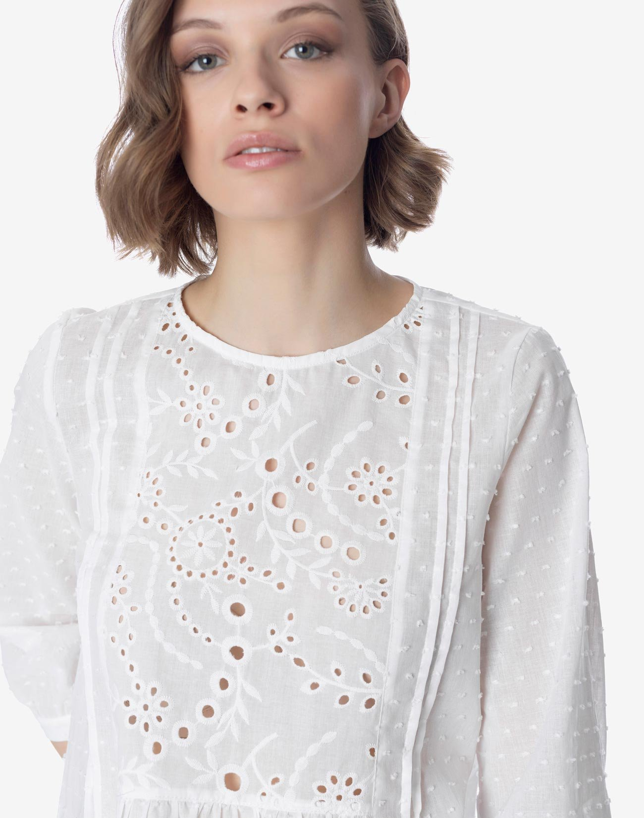 Μπλούζα με ασπροκέντημα