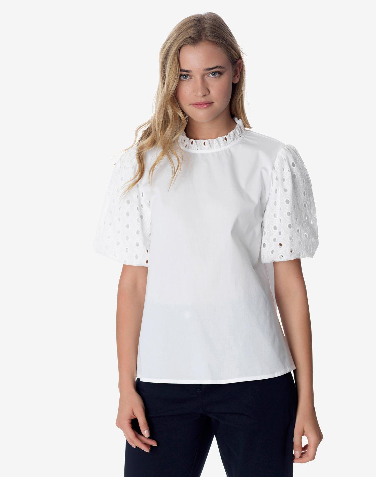 Μπλούζα με ασπρόκεντημα