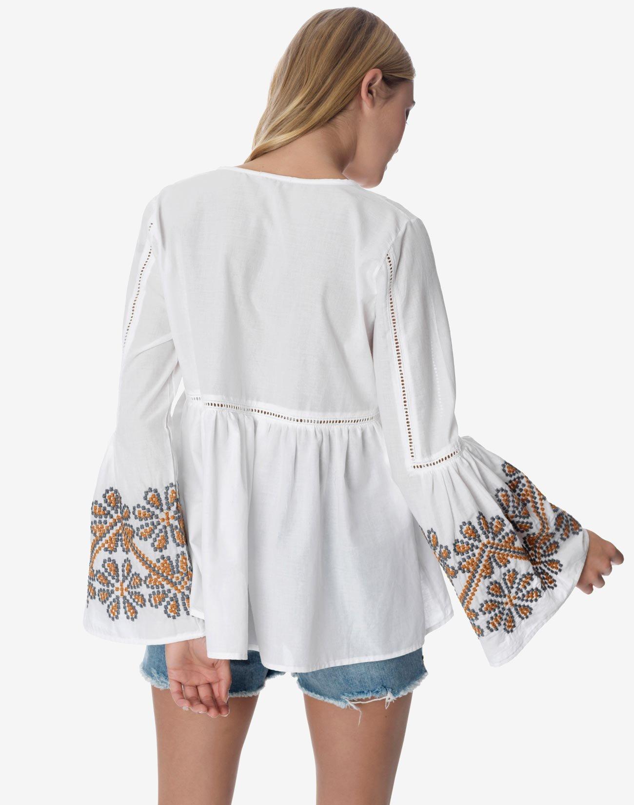 Μπλούζα με κέντημα στο μάνικι