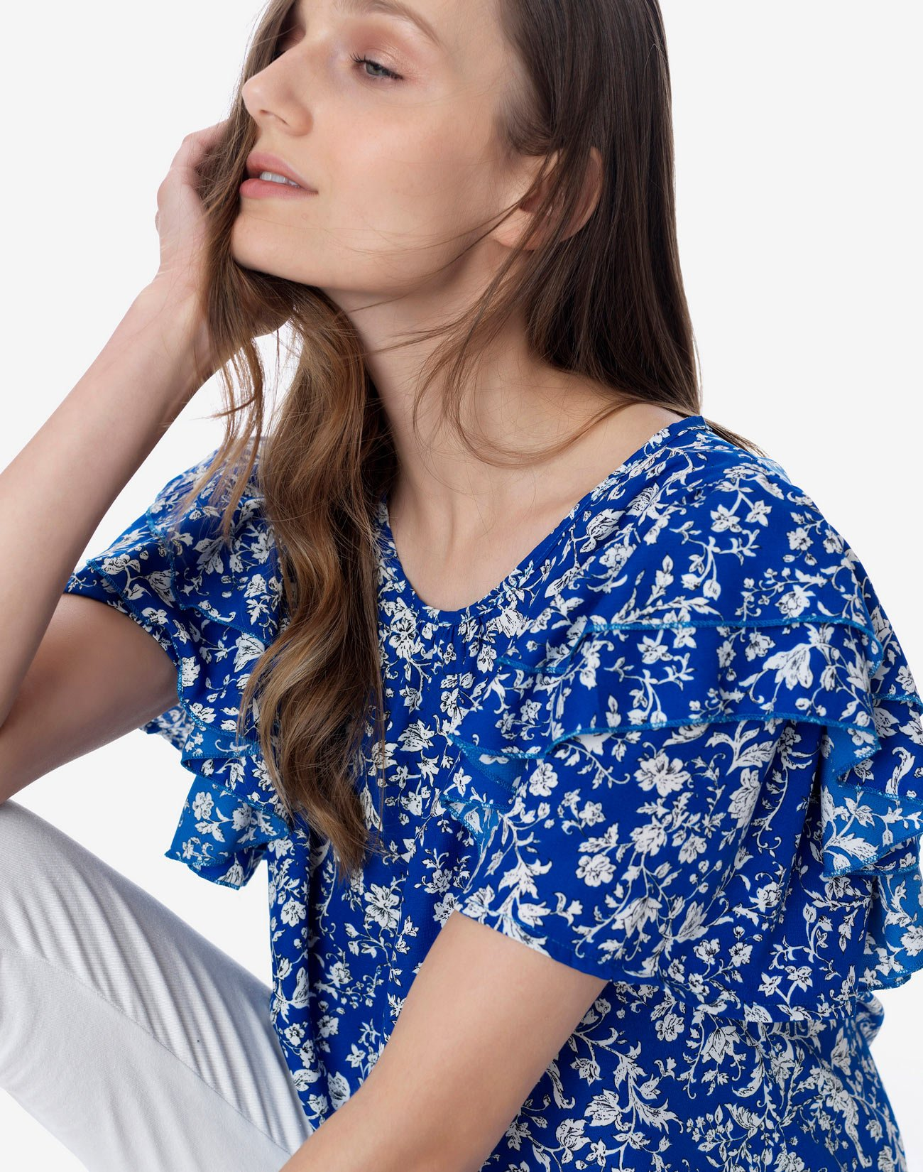 Μπλούζα εμπριμέ με διπλό βολάν