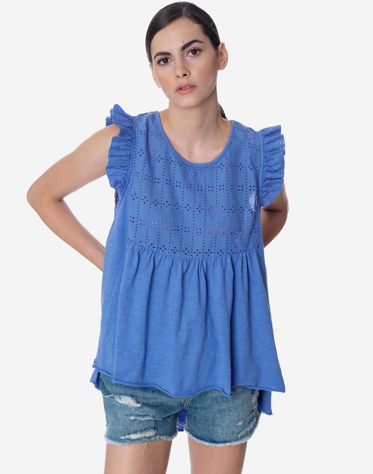 Asymmetric ruffled top with broderie