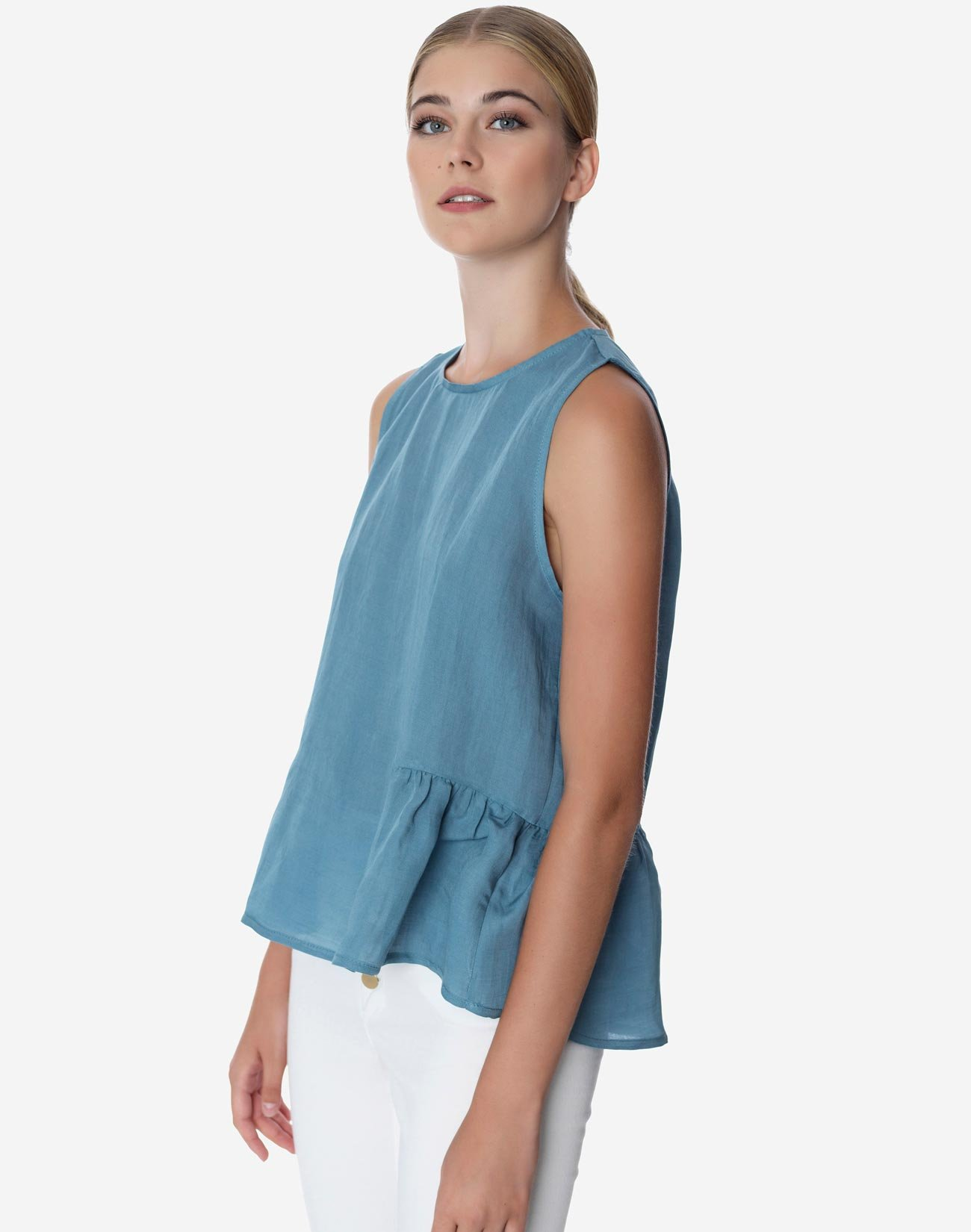 Sleveless top with
