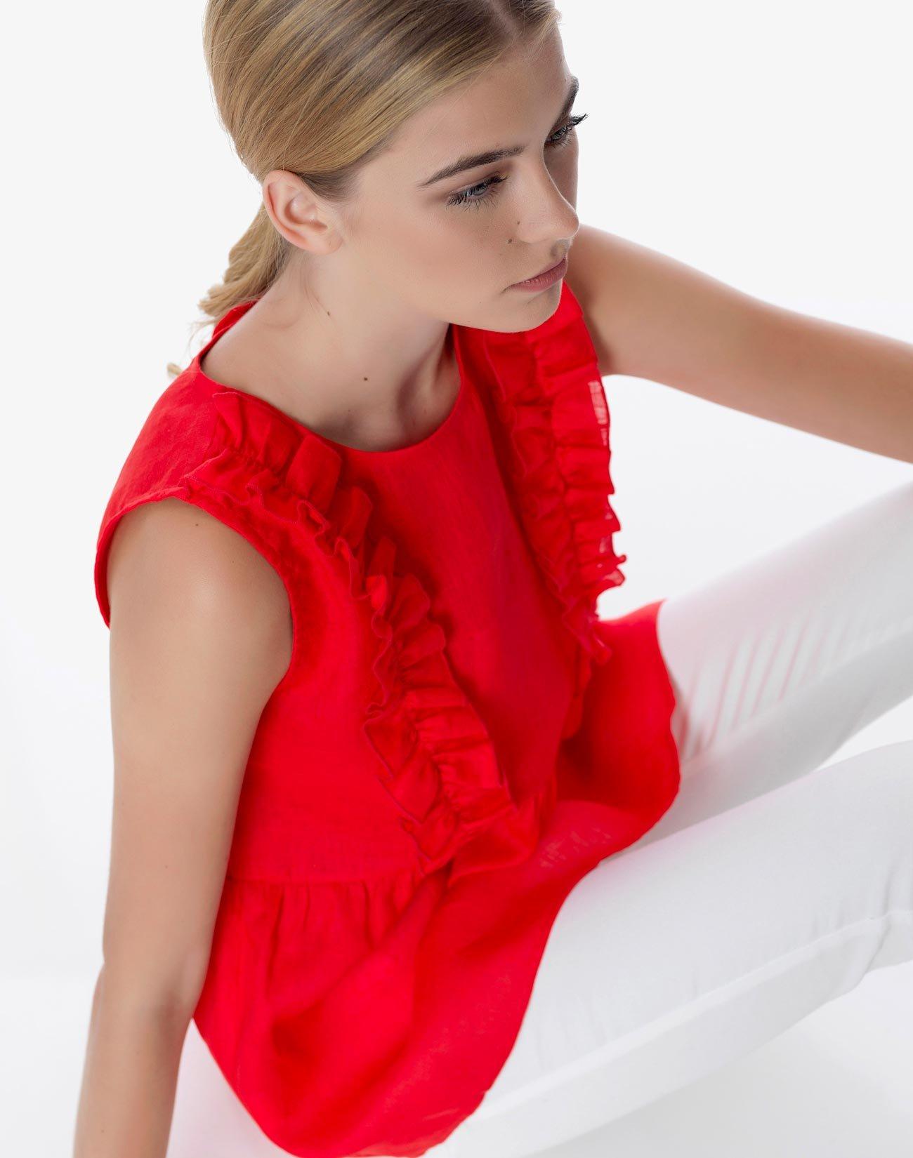 Sleeveless linen top with ruffles