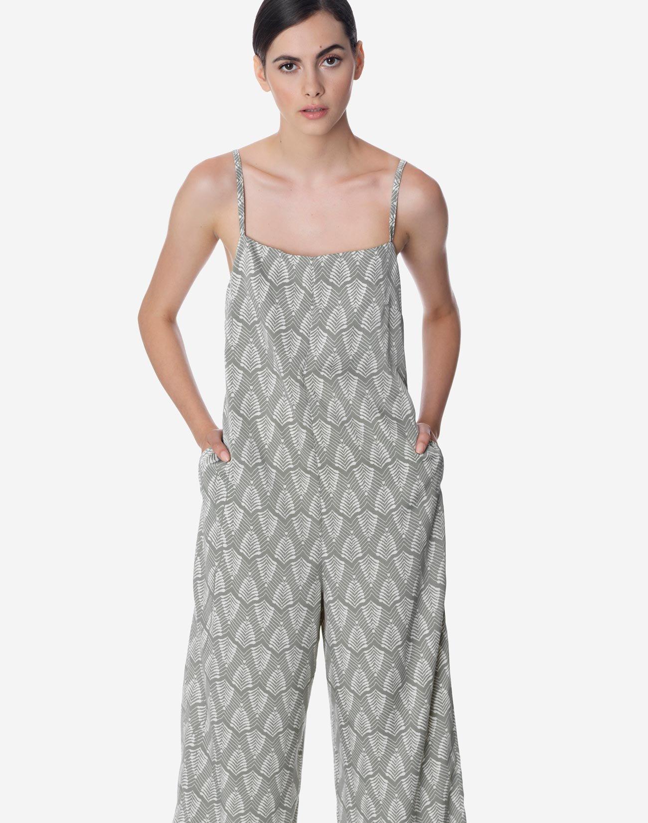 Ολόσωμη φόρμα με σχέδιο στην πλάτη