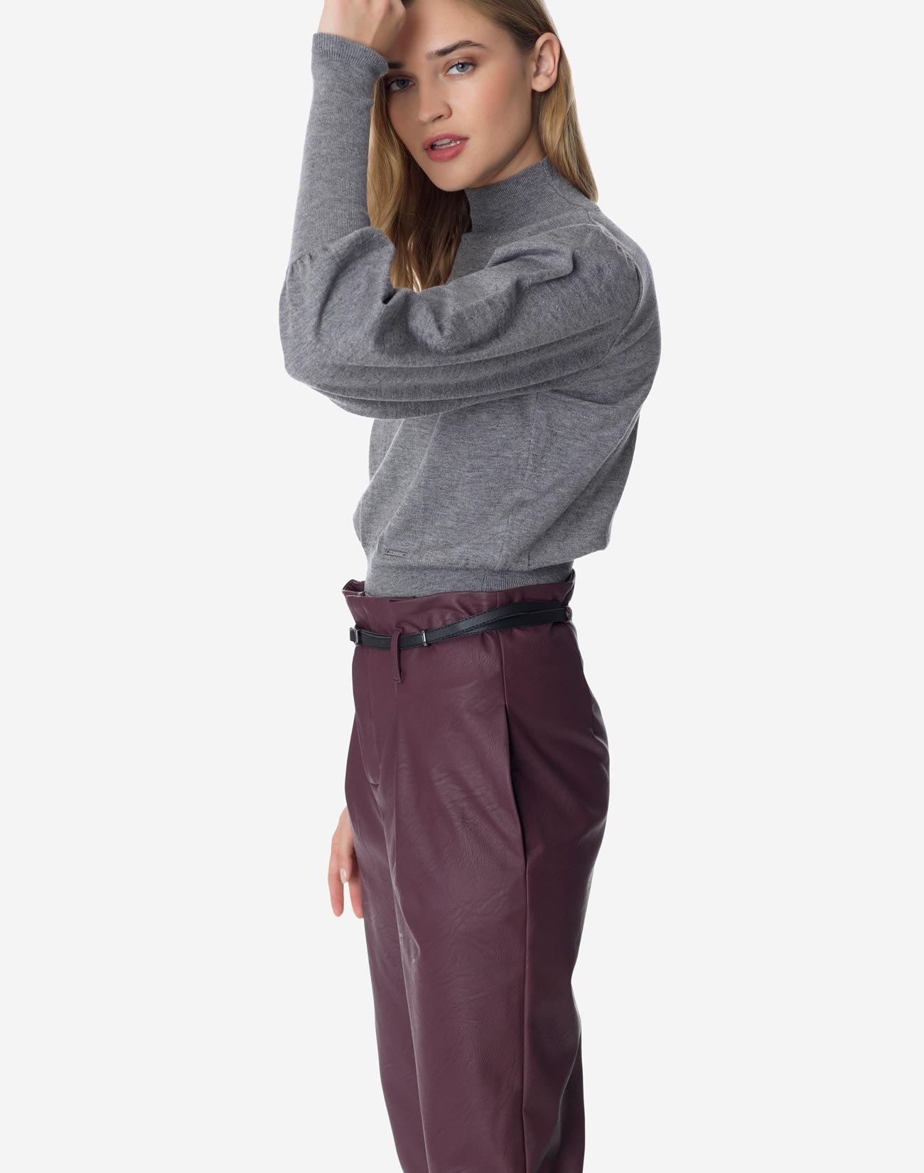Πλεκτή μπλούζα με όρθιο γιακά