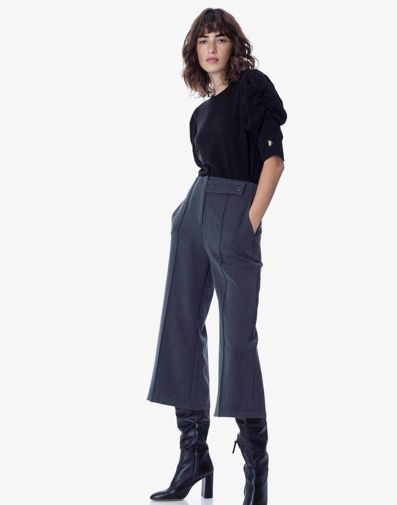 Trousers with seam detail