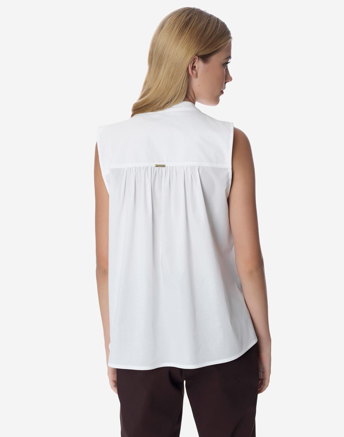 Shirt with gahiring