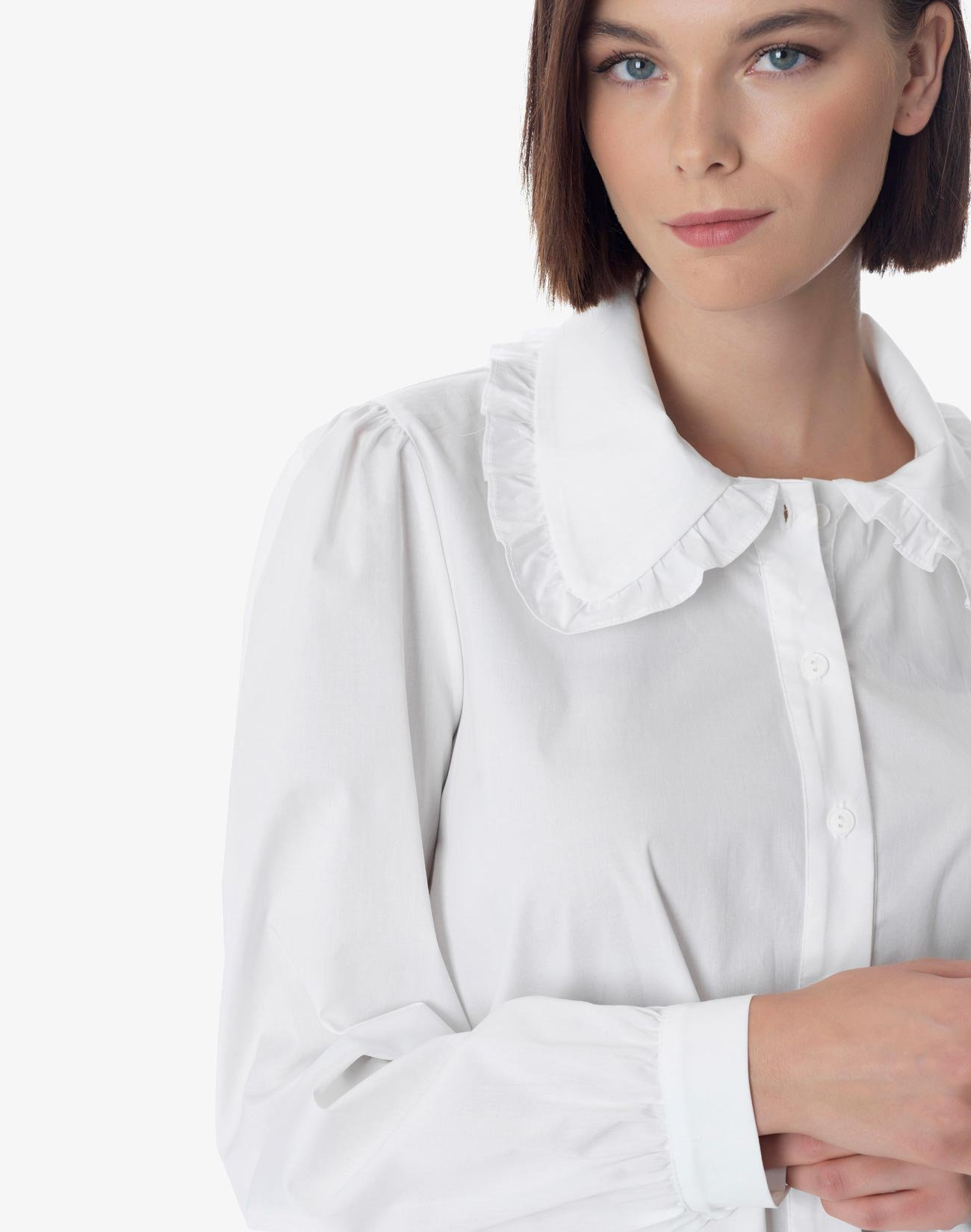 Shirt with ruffled collar
