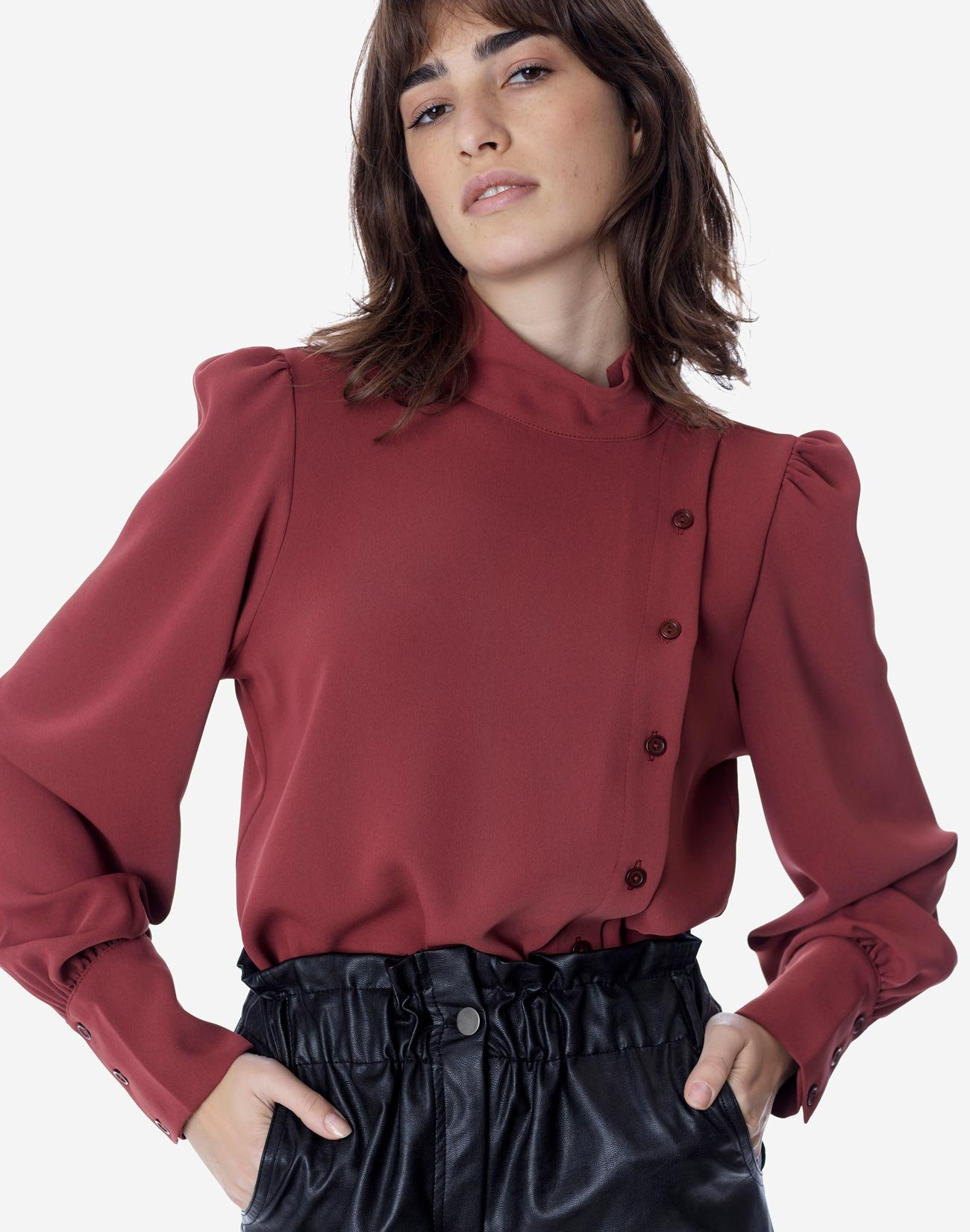 Blouse with buttons