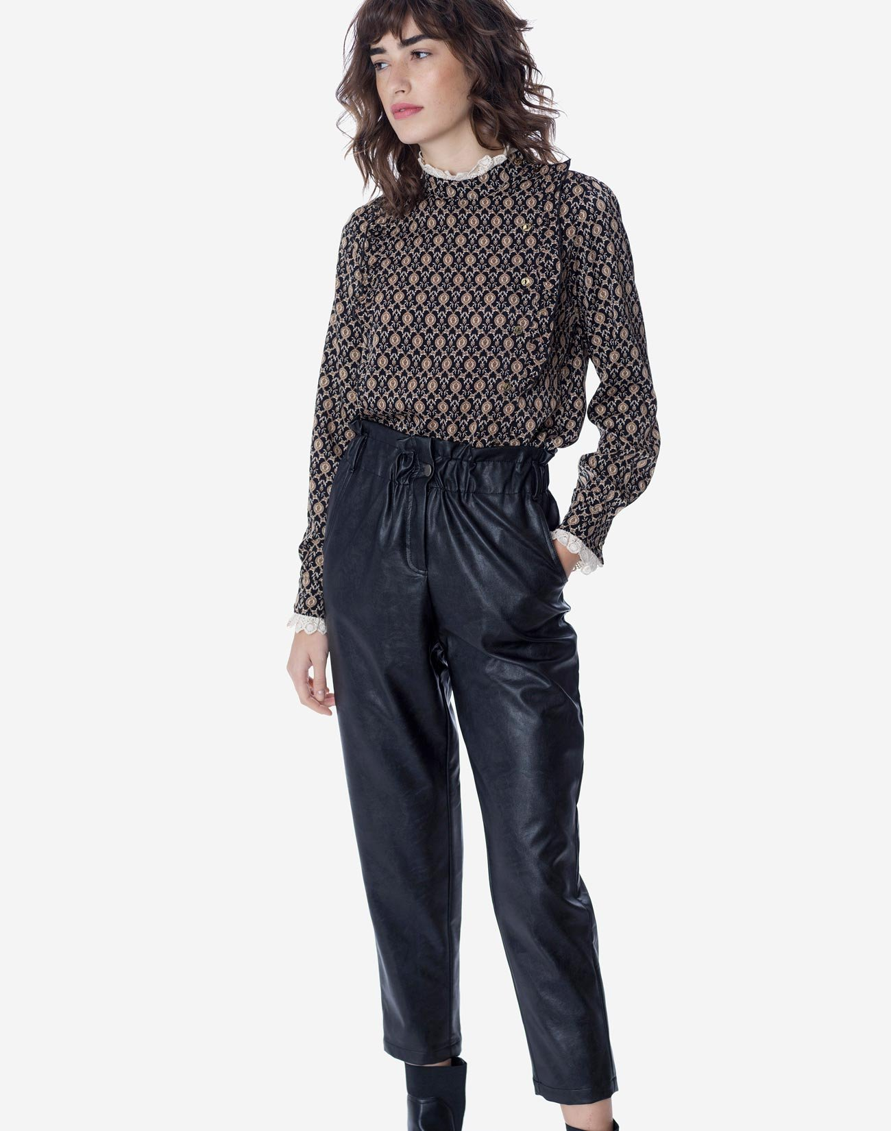 Printed blouse with lace detail