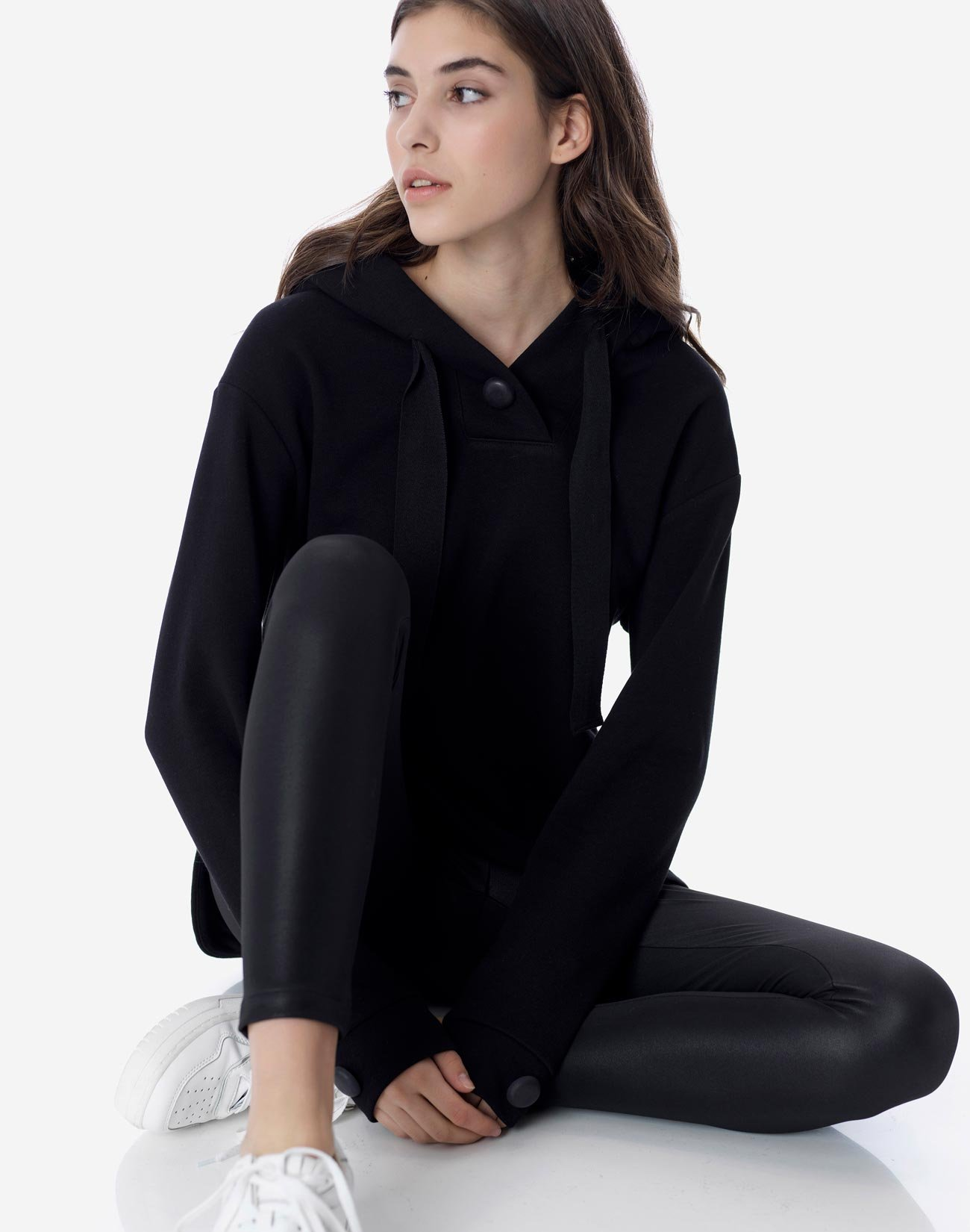 Hooded sweatshirt with buttons