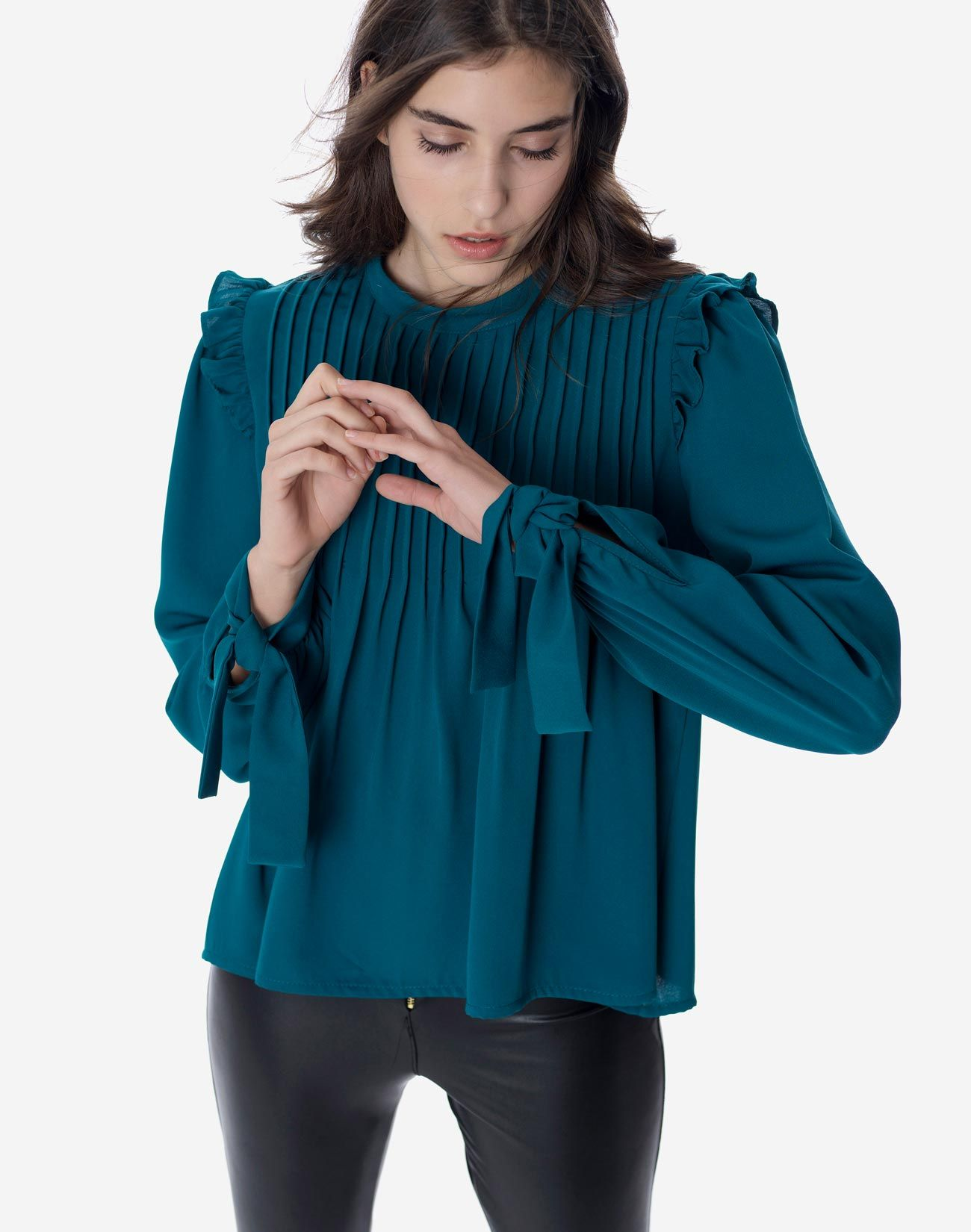 Blouse with tie on the sleeves