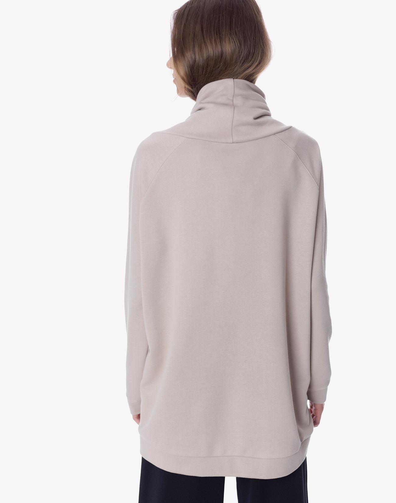 Sweatshirt with high neck