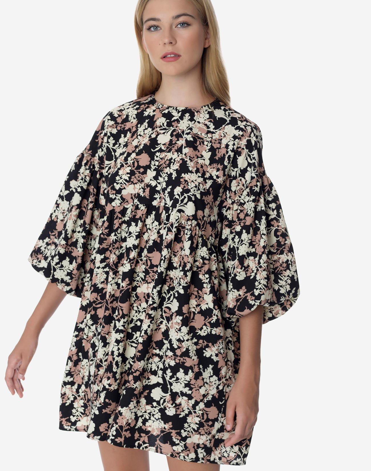 Εμπριμέ μίνι φόρεμα με φουσκωτό μανίκι