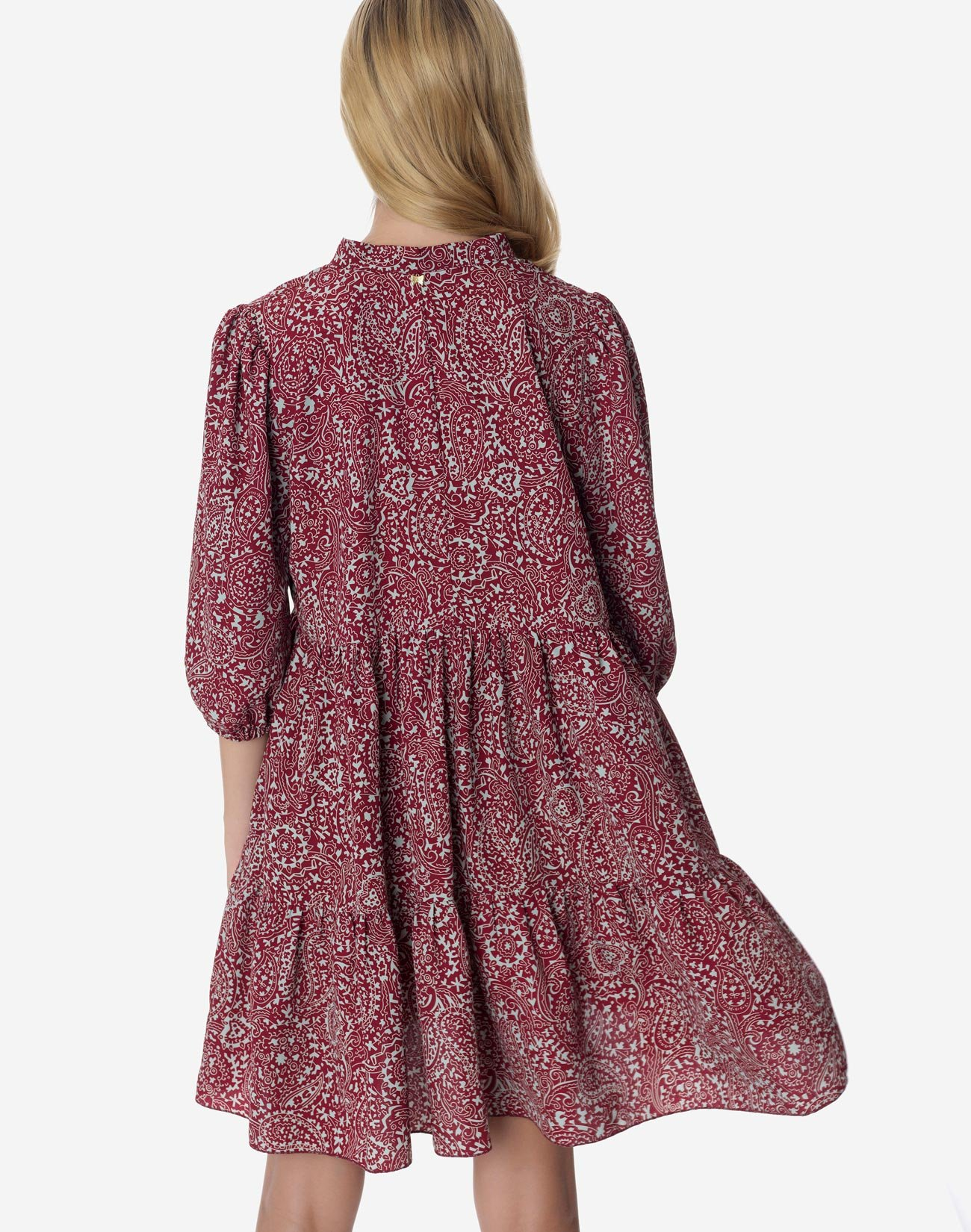 Εμπριμέ μίνι φόρεμα με δέσιμο