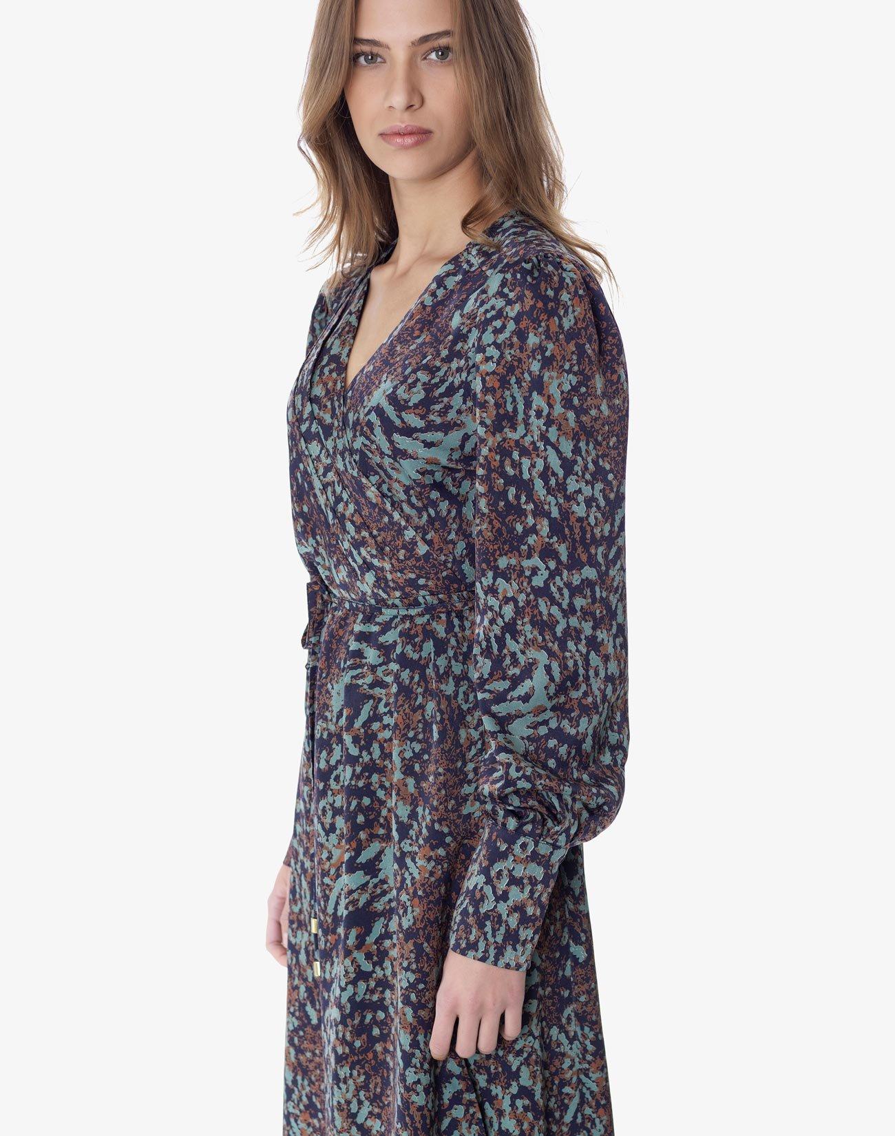 Κρουαζέ φόρεμα με πιέτες