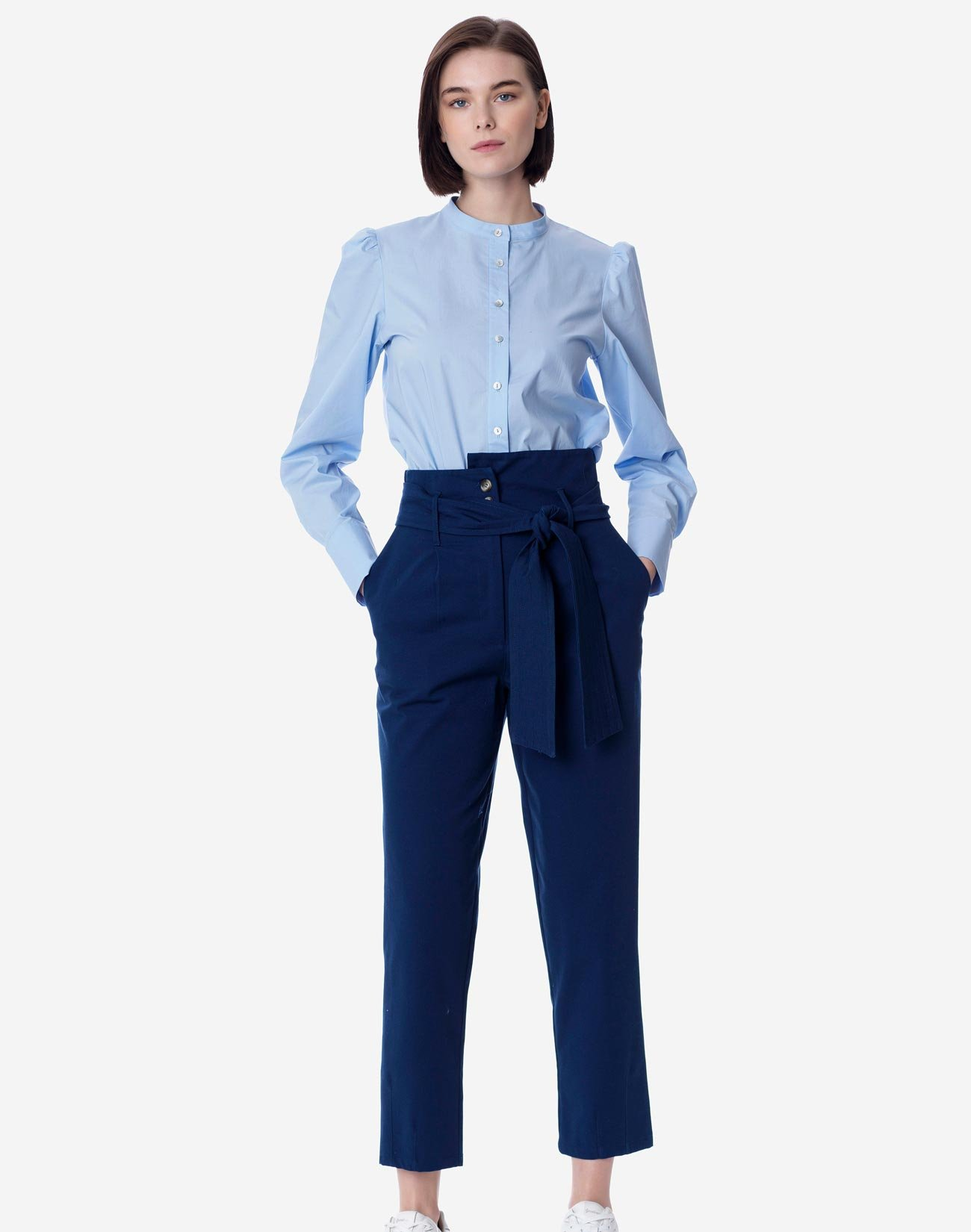 High-waist trousers with belt