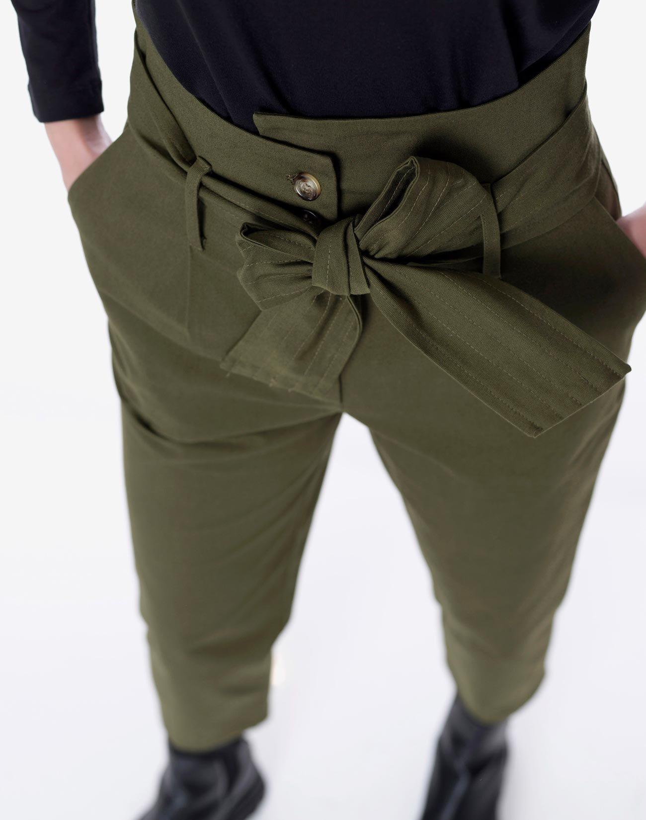 Ψηλόμεσο παντελόνι με ζώνη