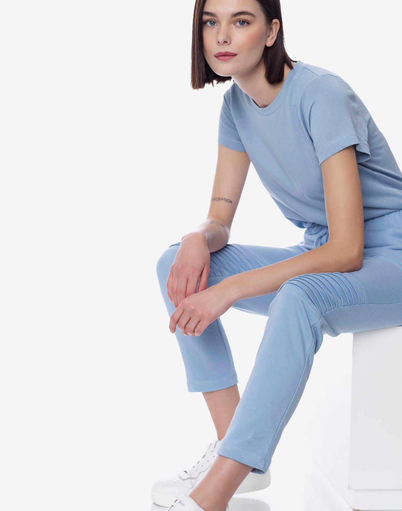 Παντελόνι φούτερ με ανάγλυφη λεπτομέρεια