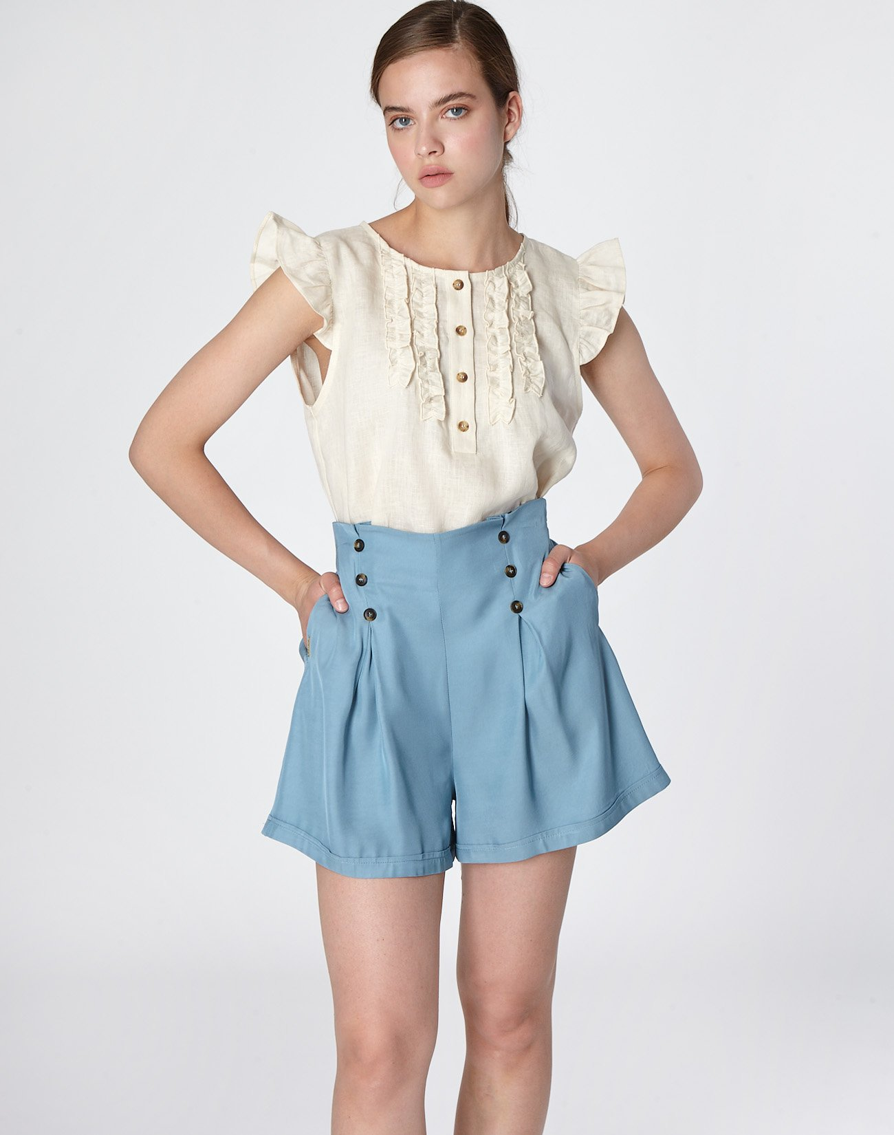 Buttoned shorts