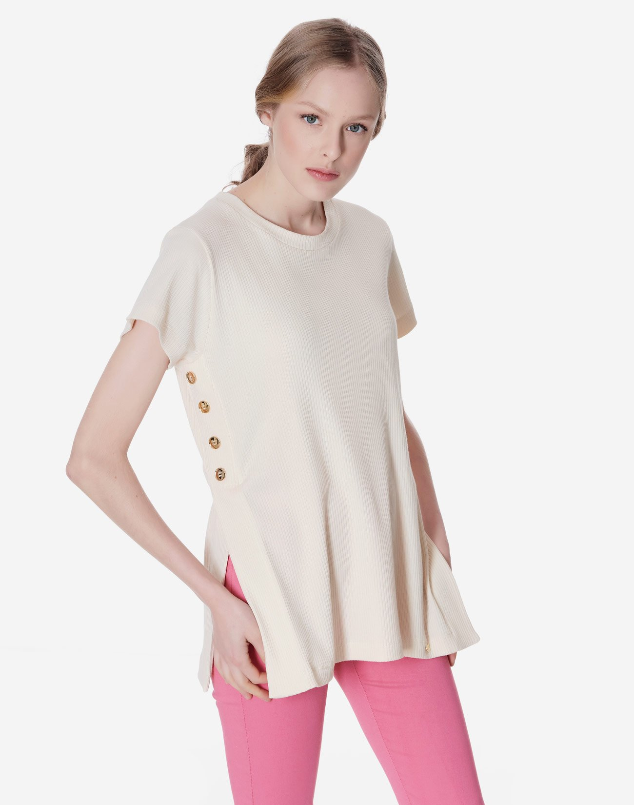 Ribbed top with button detail