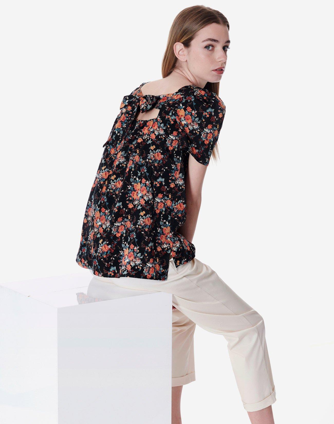Εμπριμέ μπλούζα με φιόγκο