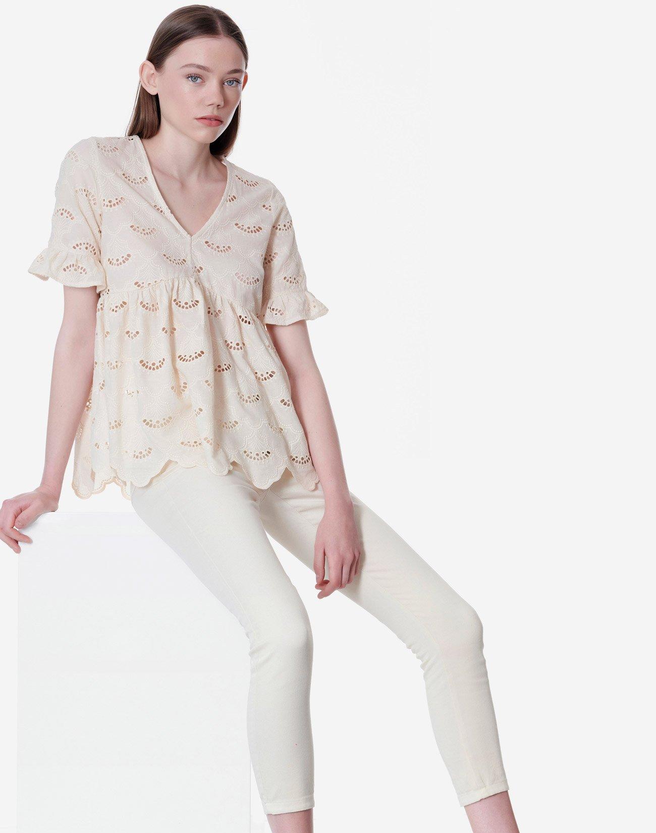 Μπλούζα peplum με διάτρητο σχέδιο