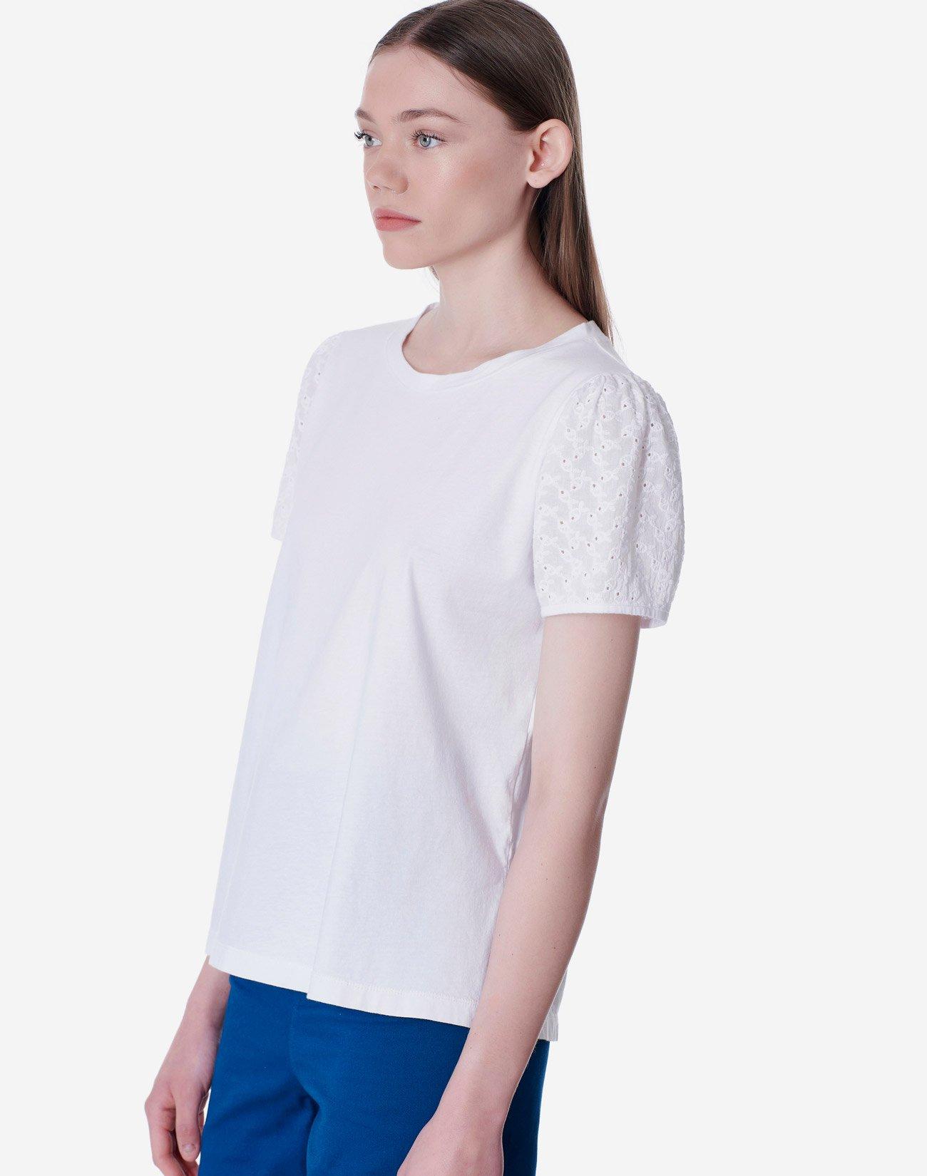 T-shirt με κεντημένο μανίκι