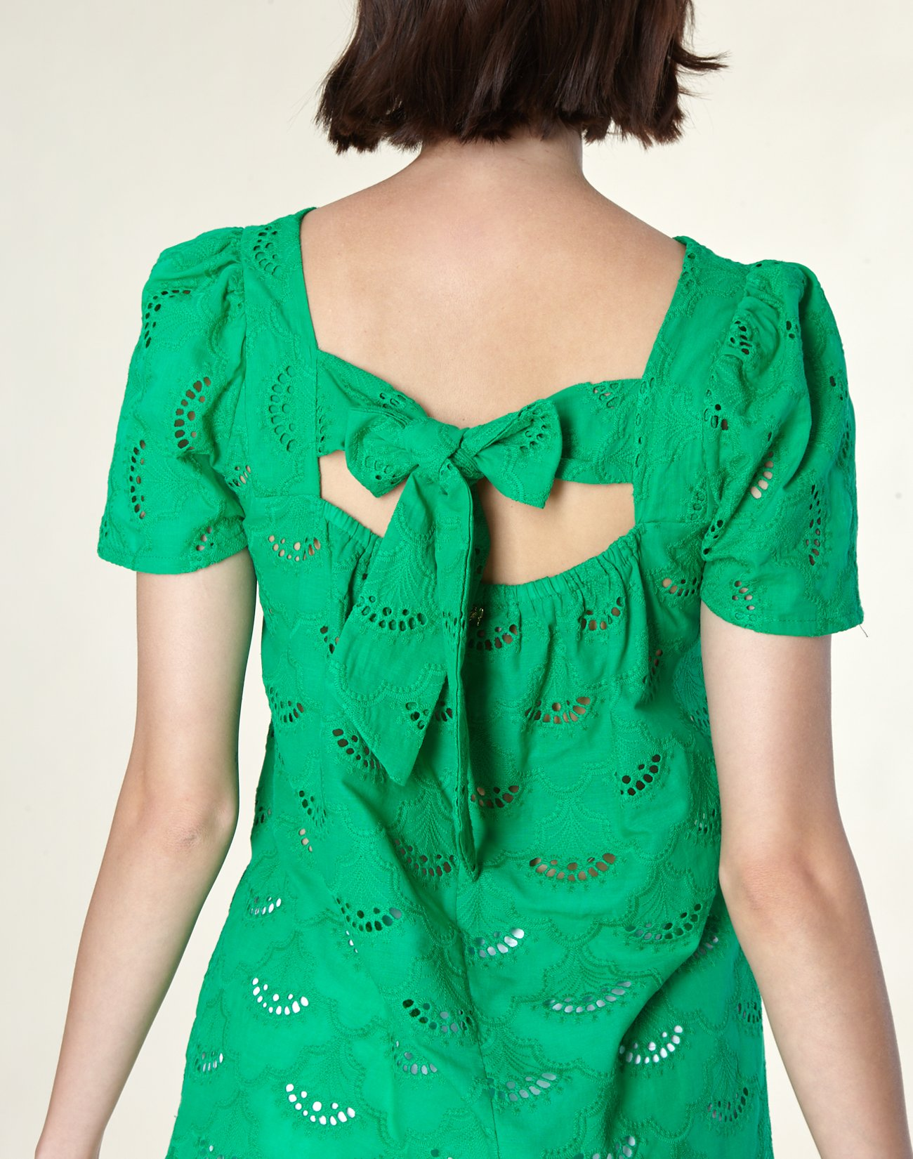 Cutwork detail top with bow