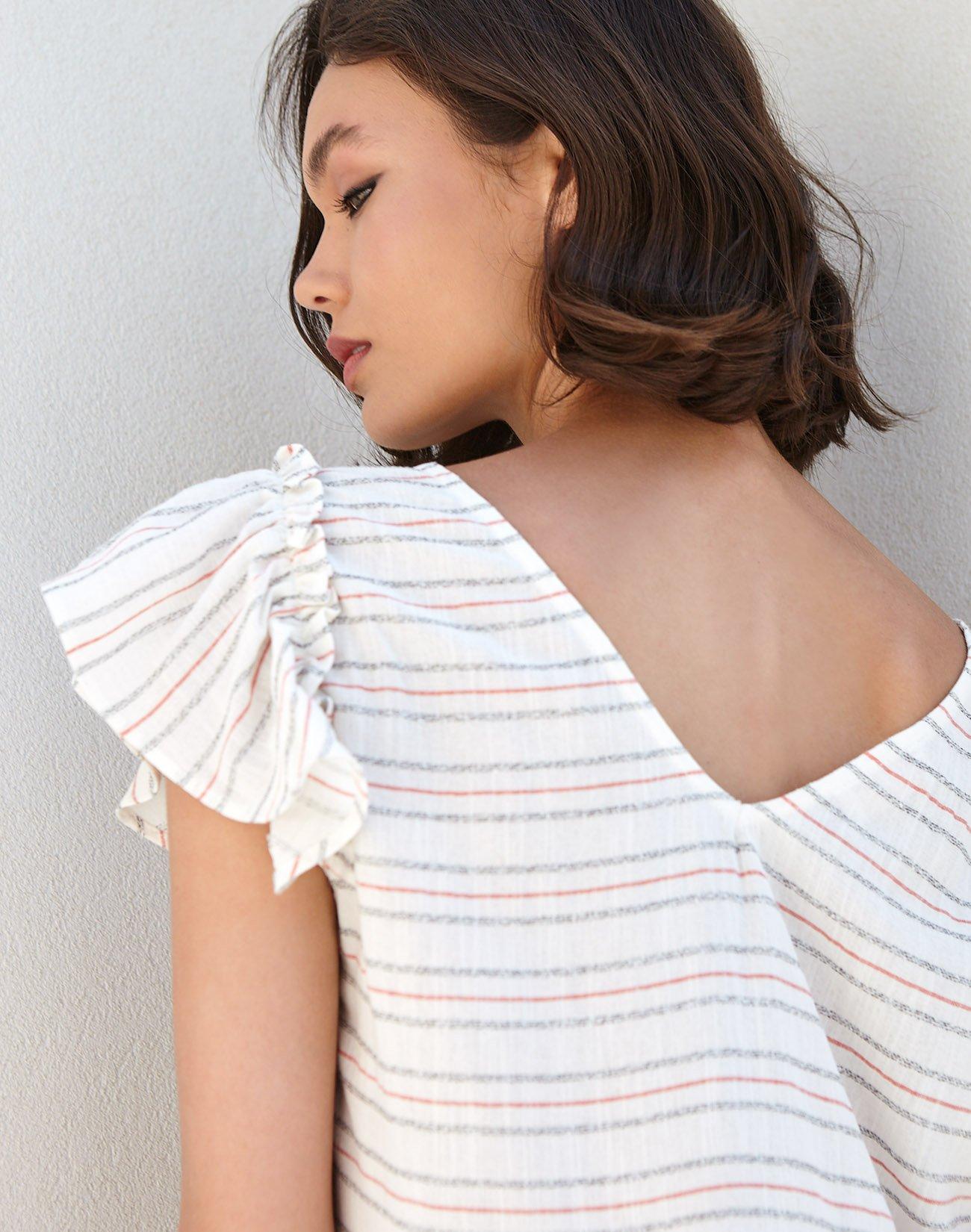 Ριγέ μπλούζα με βολάν