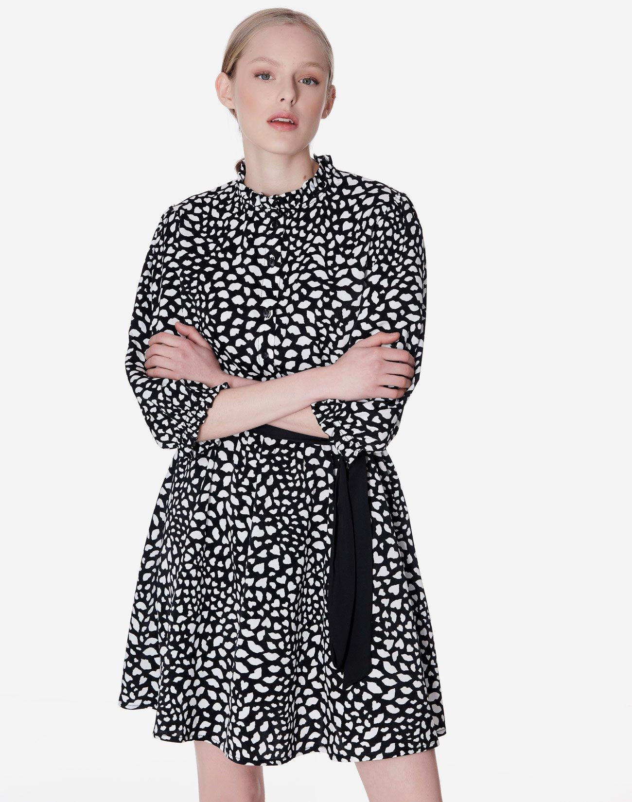 Εμπριμέ φόρεμα με όρθιο γιακά