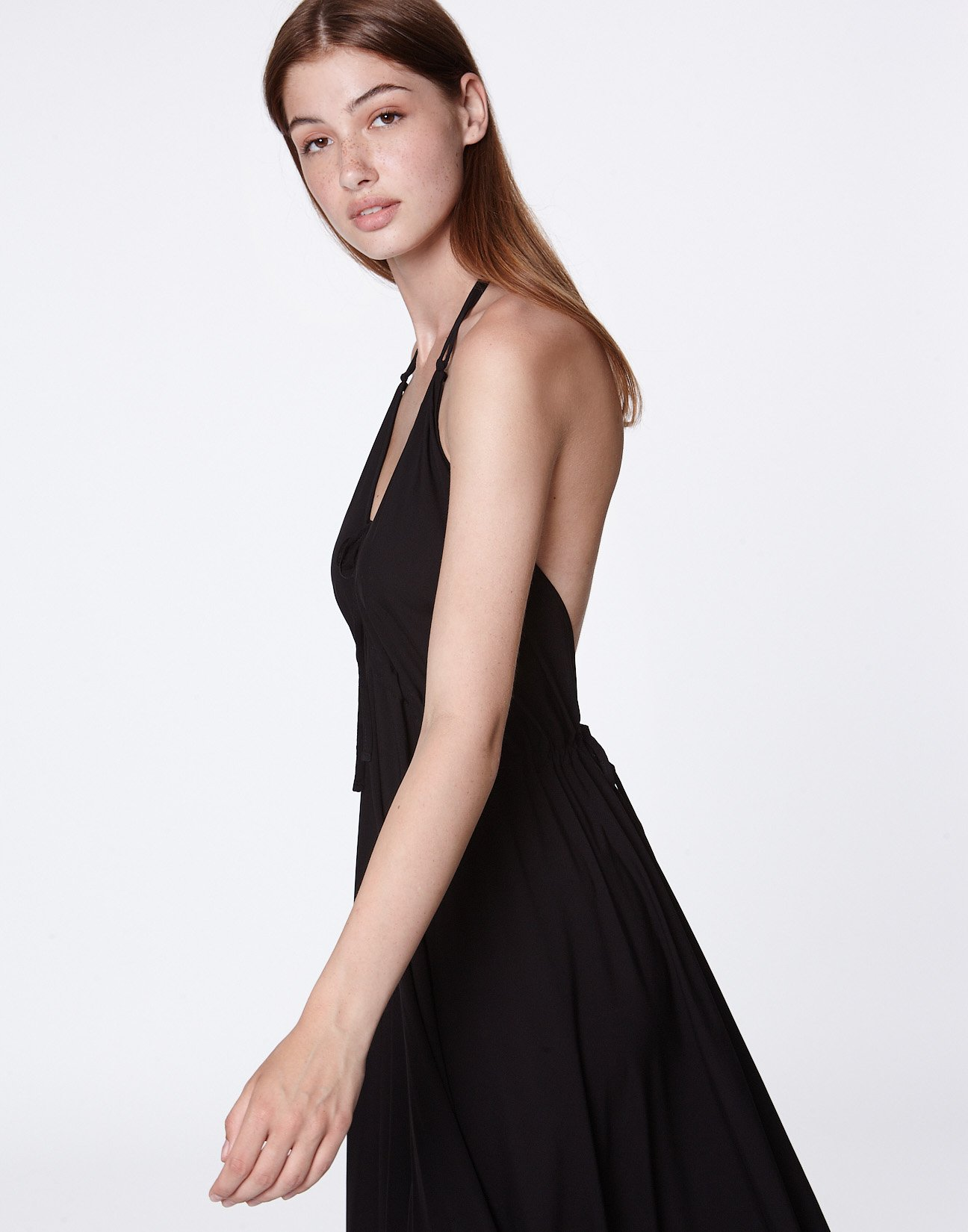 Maxi dress with opening at the back