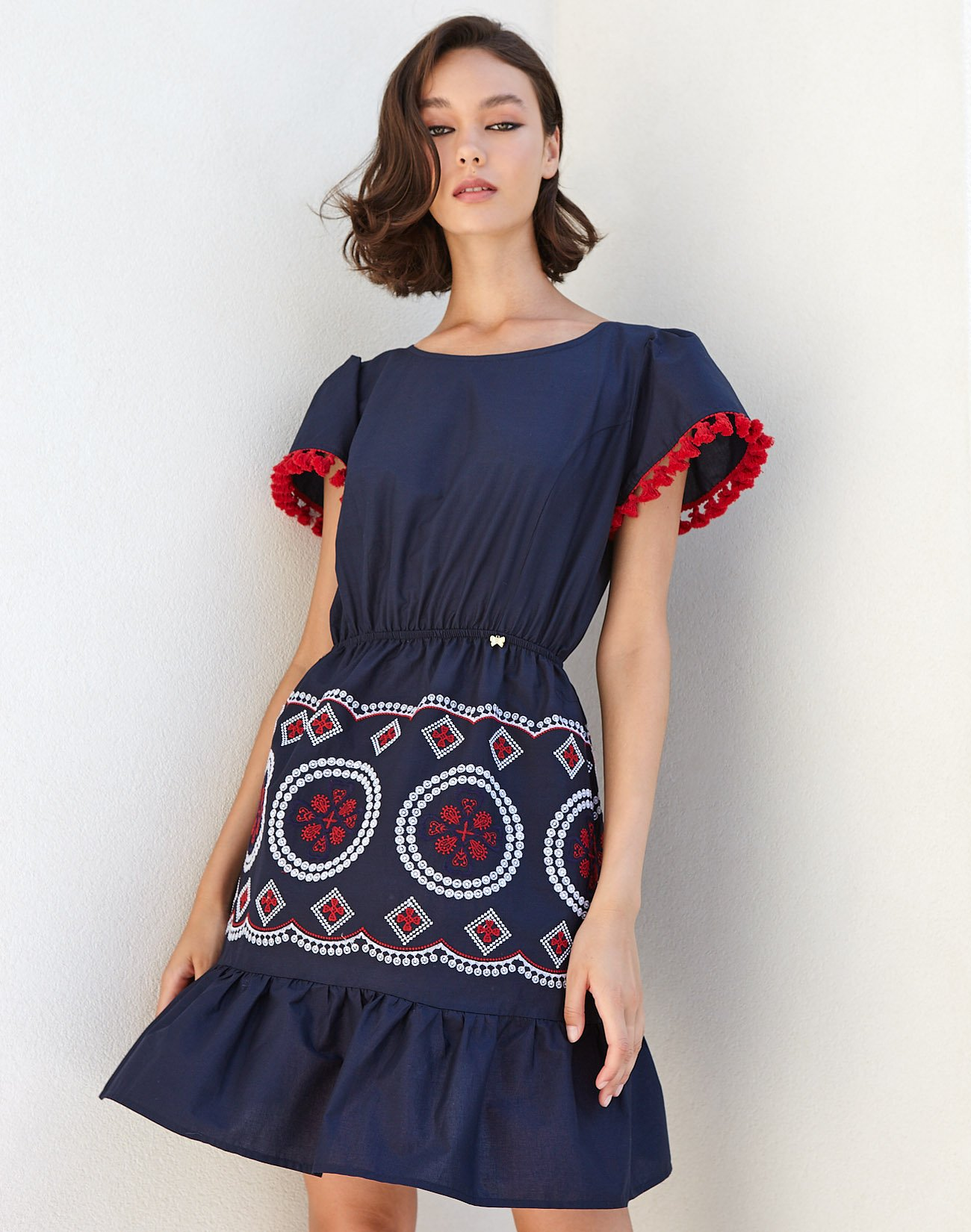 Μίνι φόρεμα με κέντημα