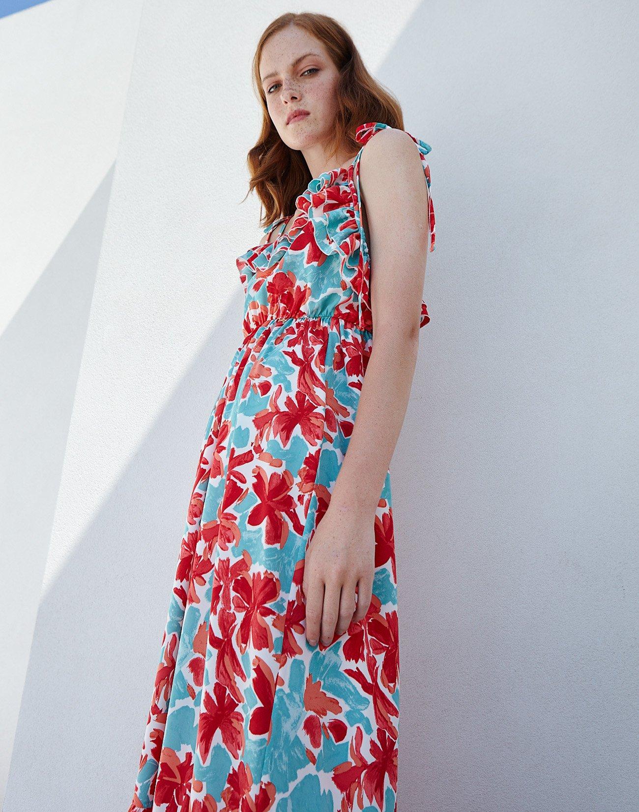 Εμπριμέ μάξι φόρεμα με δετές τιράντες