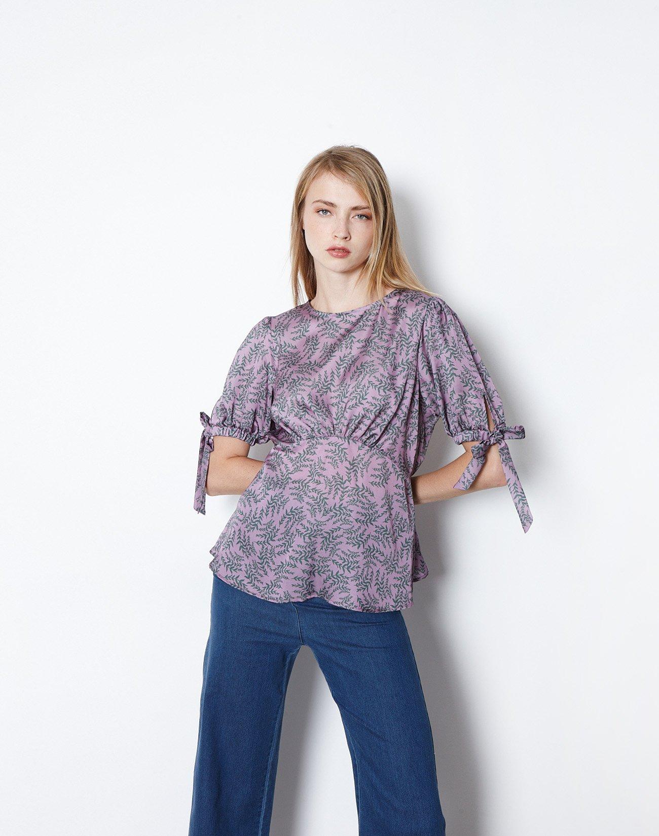Εμπριμέ μπλούζα με δέσιμο