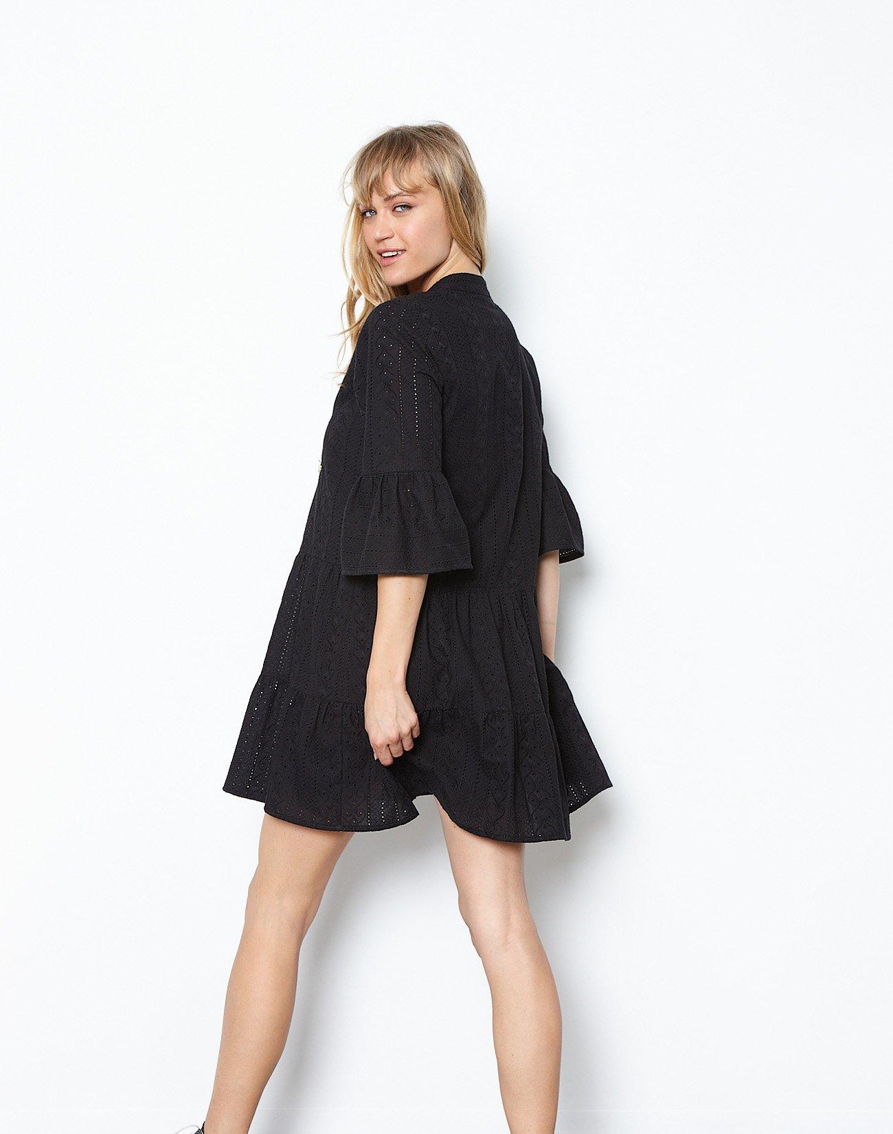 Μίνι φόρεμα με διάτρητο σχέδιο