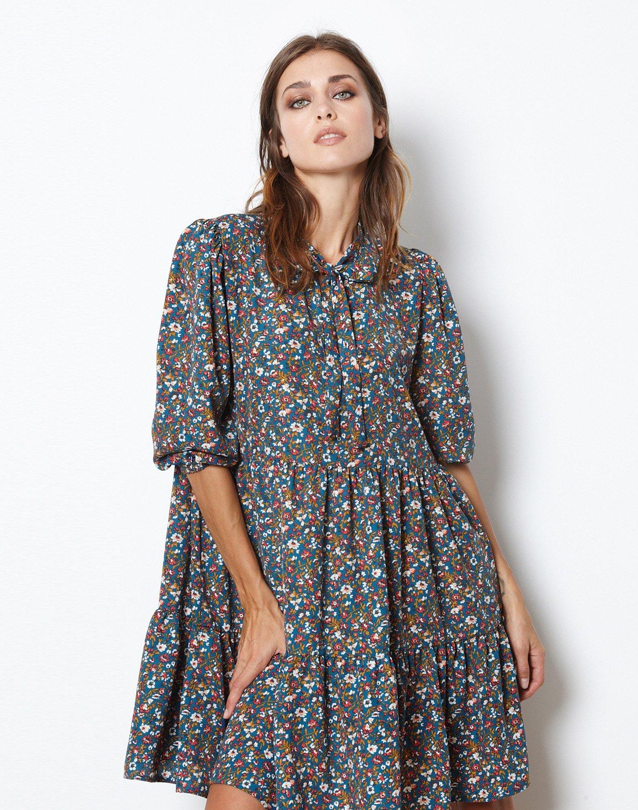 Εμπριμέ μίνι φόρεμα