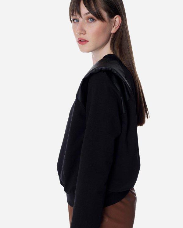Sweatshirt with shoulder pads