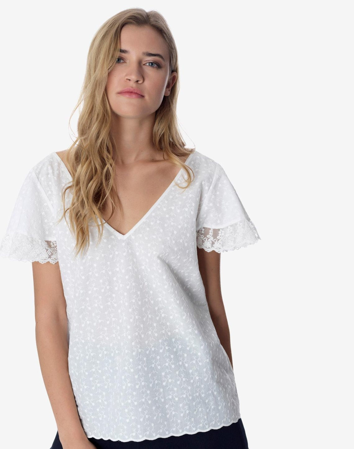 Embroidered top with lace