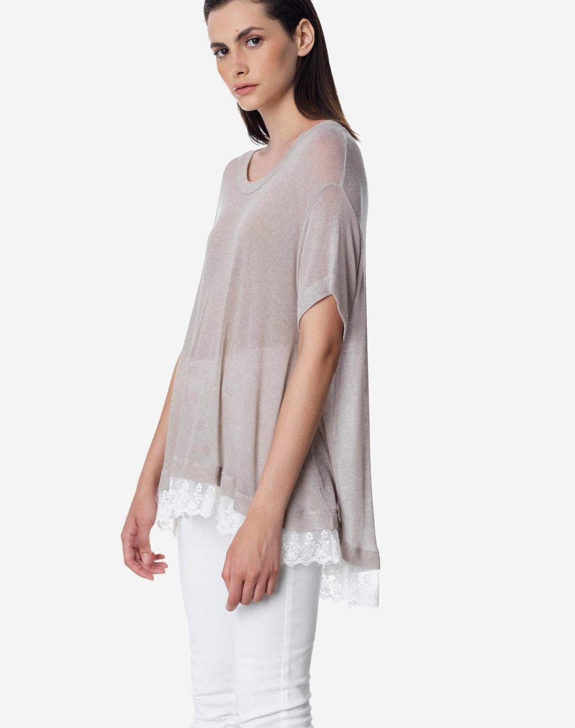 Φαρδιά μπλούζα με δαντέλα