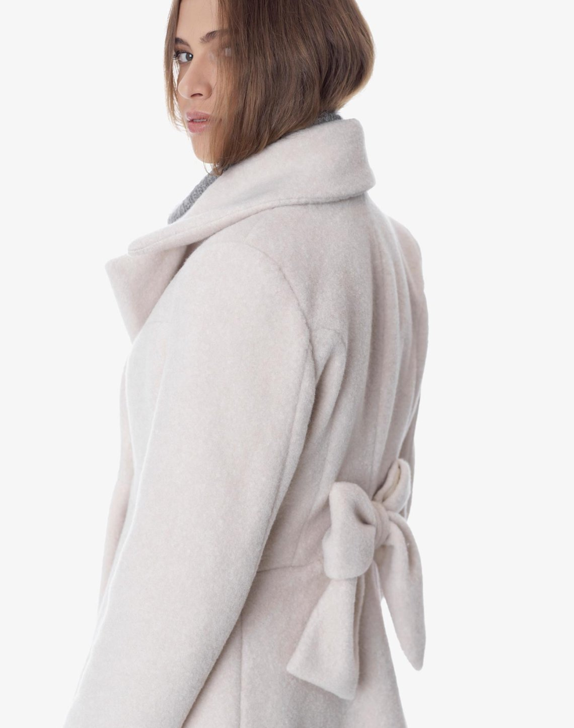 Coat with bow