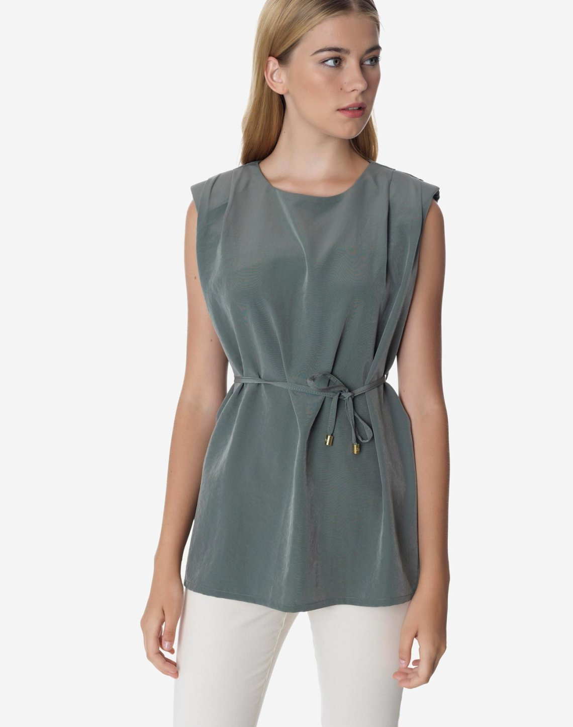 Top with shoulder pads and belt