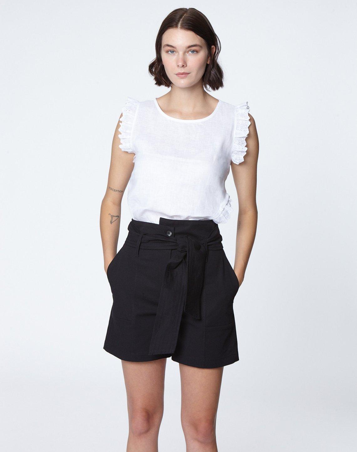 Belted bermuda shorts
