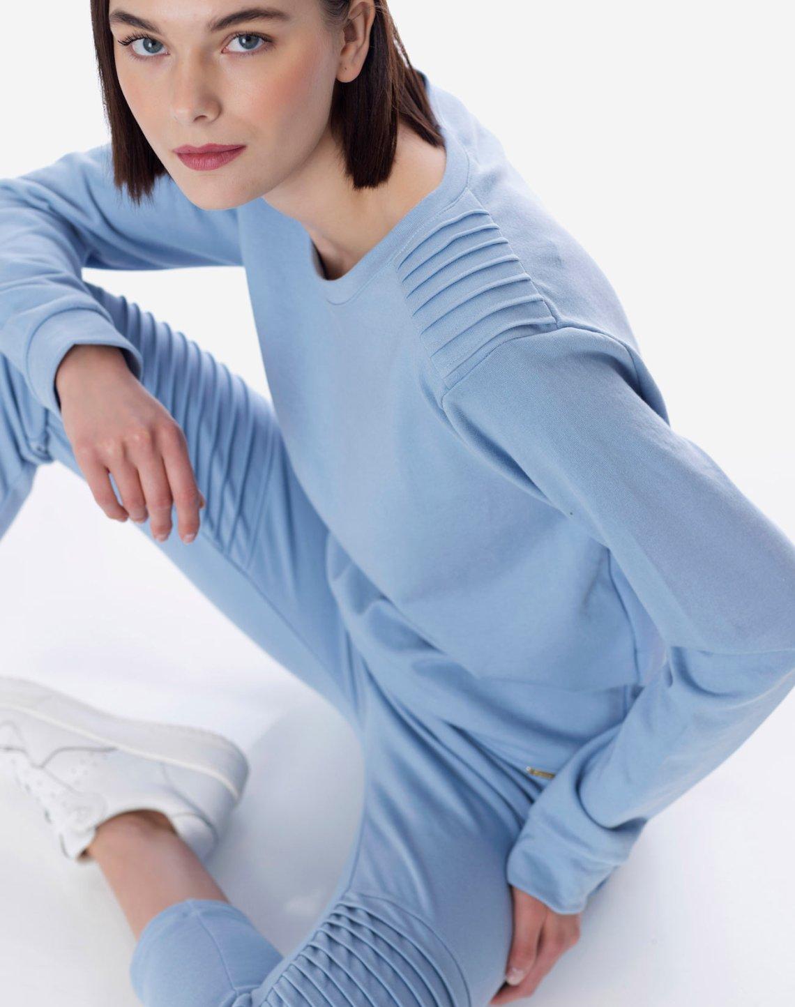 Sweatshirt with textured detail