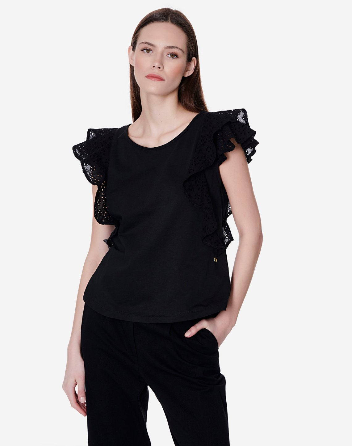 Top organic cotton with cutwork detail